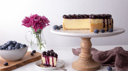 Vanilla Mascarpone Blueberry Cheesecake