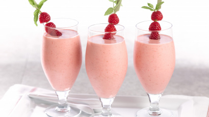 Raspberry Peach and Flax Yogurt Smoothie