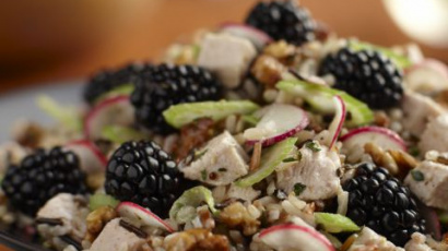 Rice salad with blackberries