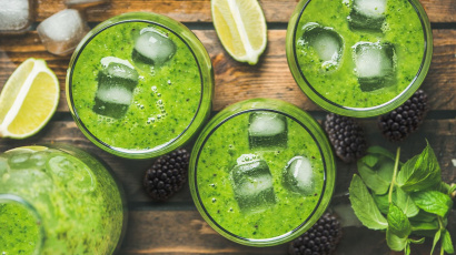 Super healthy dark green smoothie