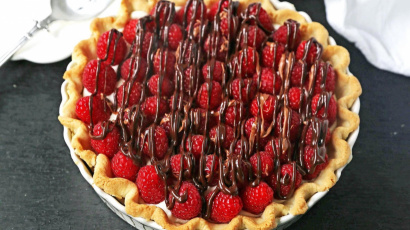 Easy Raspberry Almond Cream Cheese Pie