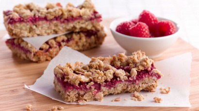 Healthy raspberry oatmeal bar
