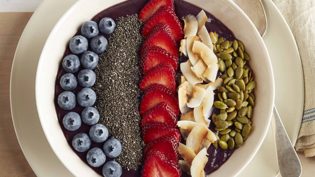 Berrylicious Chia Seed Smoothie Bowl Recipe